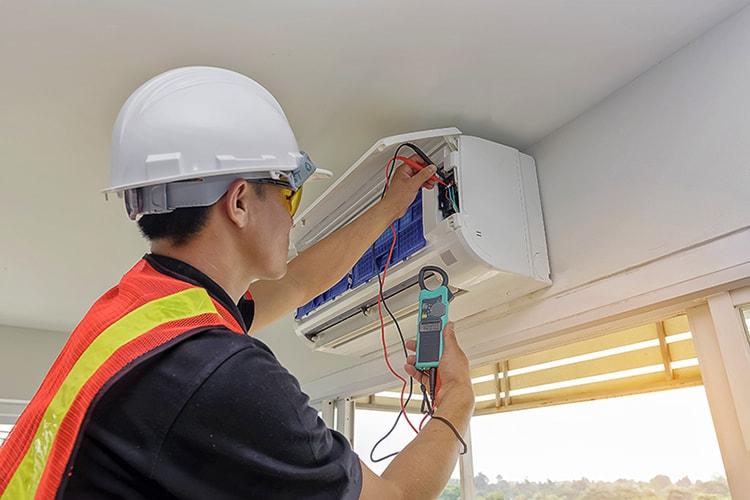 Technician - Engineer investigate Repairing Air Conditioner